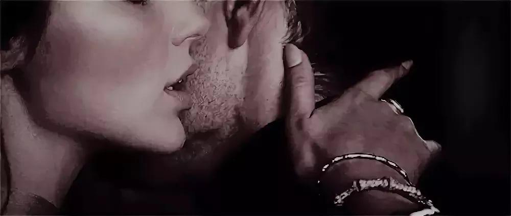 Нов, гифка парень целует девушку